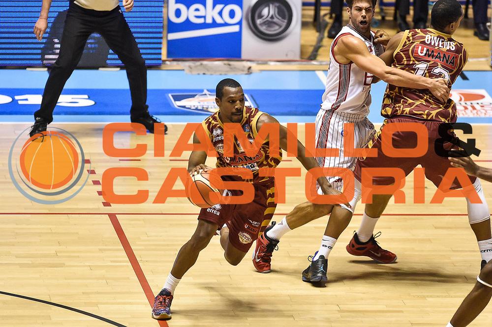 DESCRIZIONE : Supercoppa 2015 Semifinale Olimpia EA7 Emporio Armani Milano - Umana Reyer Venezia<br /> GIOCATORE : Mike Green<br /> CATEGORIA : Palleggio Blocco<br /> SQUADRA : Umana Reyer Venezia<br /> EVENTO : Supercoppa 2015<br /> GARA : Olimpia EA7 Emporio Armani Milano - Umana Reyer Venezia<br /> DATA : 26/09/2015<br /> SPORT : Pallacanestro <br /> AUTORE : Agenzia Ciamillo-Castoria/GiulioCiamillo