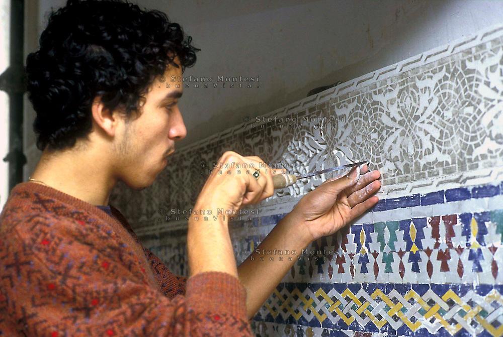 Roma 1991.La Grande  Moschea di Roma,  durante i lavori di costruzione della Moschea.<br /> Artigiani del Marocco preparano i mosaici<br /> Rome 1991.La Great Mosque of Rome, during the construction of the Mosque.<br /> Moroccan artisans prepare mosaics