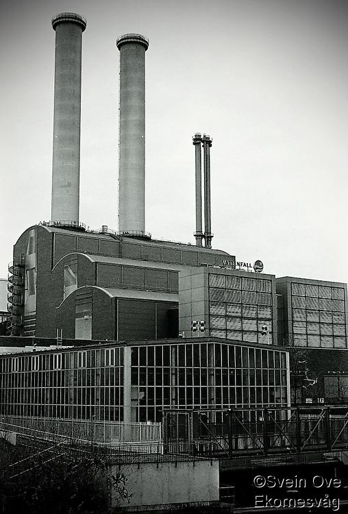 Berlin februar 2012.<br /> En fabrikk med to store piper i Berlin.<br /> Foto: Svein Ove Ekornesvåg
