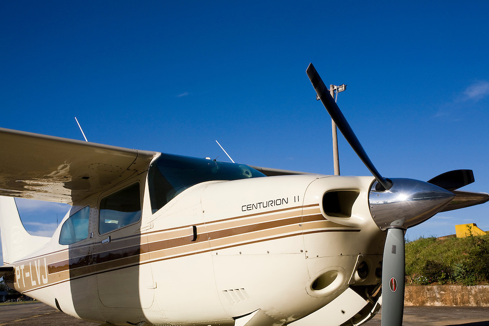 Manhuacu_MG, Brasil...Aviao no aeroporto de Manhuacu...The airplane in the Manhuacu airport...Foto: BRUNO MAGALHAES / NITRO