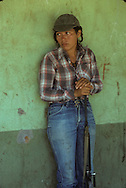 El Salvador. military training of young muchachos , in the FARN guerillero camp at the Puente de Oro in the forest      / camp de guerillero, muchachos, a la Puente de Oro dans la fore entrainement militaire , des jeunes muchachos    Salvador  / SALV34105 10