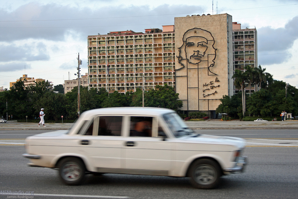 Ernesto Che Guevara image adorns the façade of the Ministry of the Interior building. Plaza de la Revolucion (Revolution Square), La Habana, Cuba, 2009.