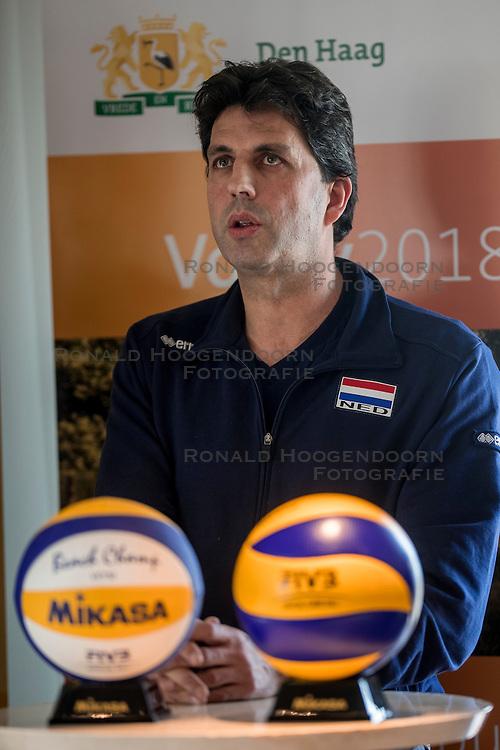 24-11-2016 NED: Persconferentie Volley2018, Den Haag<br /> In &quot;The Penthouse restaurant / skybar&quot; werd op de 40 ste  verdiepingvan de Haagse Toren (Het Strijkijzer) de komende toernooien &quot;volley2018&quot; van de Nevobo gepresenteerd / Arnold van Ree