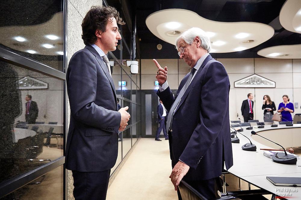 Den Haag, 7 april 2015 - Rik van Slingelandt, ABN AMRO, en Groenlinks Tweede Kamerlis Jesse Klaver na afloop van het rondetafelgesprek bestuurdersbeloningen bij financiële instellingen in de Tweede kamer. Foto: Phil Nijhuis