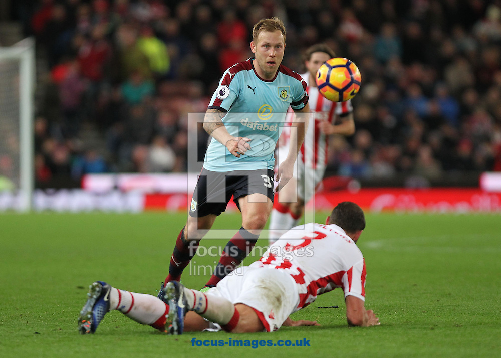 Scott Arfield of Burnley in action against Stoke City during the Premier League match at the Bet 365 Stadium, Stoke-on-Trent.<br /> Picture by Michael Sedgwick/Focus Images Ltd +44 7900 363072<br /> 03/12/2016