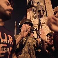 Argument between turkish soldier and AKP protesters