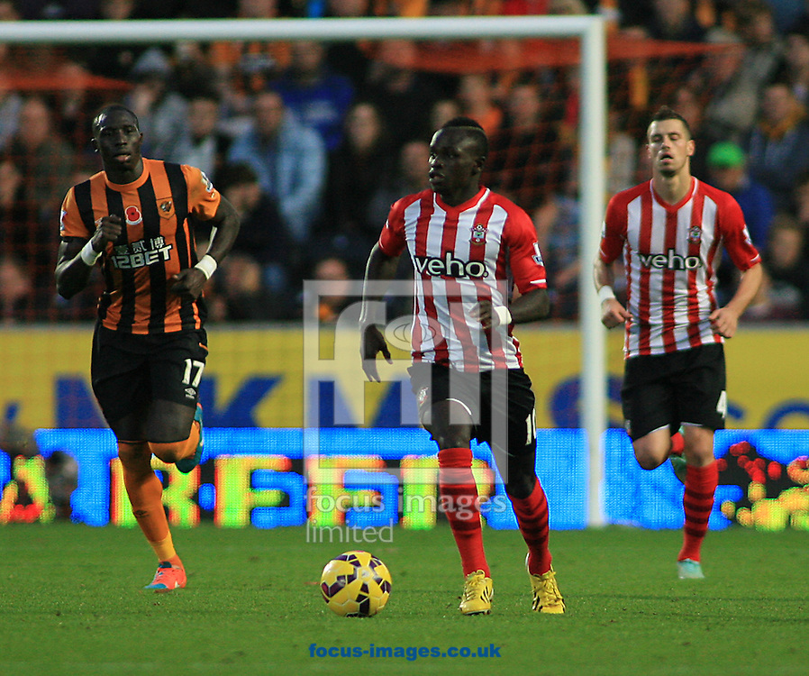 Sadio Mane (centre) of Southampton makes a break from defence during the Barclays Premier League match at KC Stadium, Hull<br /> Picture by Richard Gould/Focus Images Ltd +44 7855 403186<br /> 01/11/2014