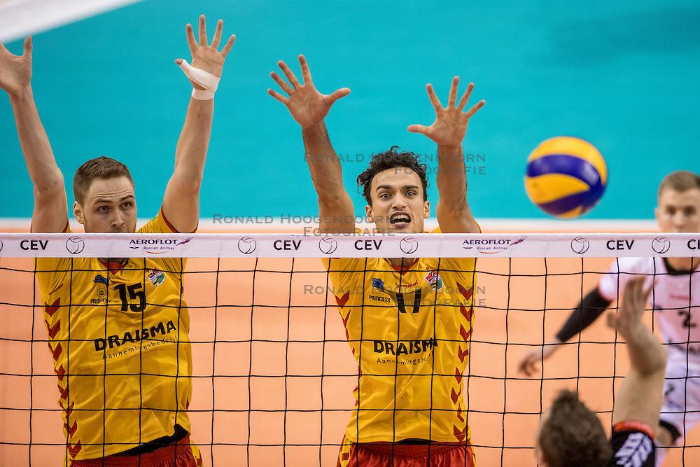 15-02-2017 NED: Draisma Dynamo - Ziraat Bankasi Ankara, Apeldoorn <br /> CEV Volleyball Challenge Cup 2017 / Max Staples (AUS) #17 of Dynamo, Rune Wasteland (NOR) #15 of Dynamo