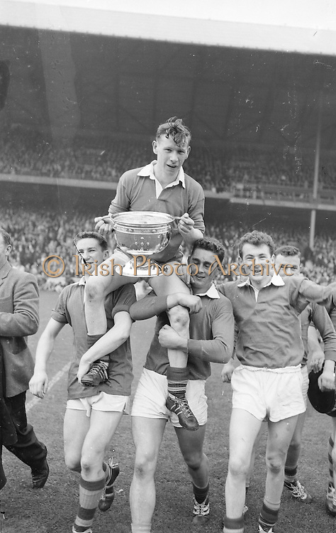 GAA All Ireland Minor Football Final Kerry v Mayo 23rd September 1962 Croke park.Kerry captain S. O'Mahony is chaired off the field by his team mates ..23.9.1962  23rd September 1962..All Ireland SFC - Final.Kerry 1-12   Roscommon 1-6.Time: Unknown, Venue: Croke Park.Referee: E. Moules (Wicklow).Captain: S.g Sheehy..Attendance: 75,771