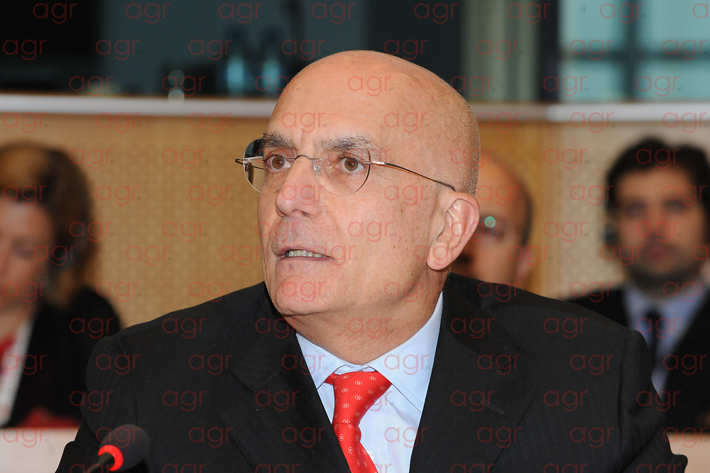 Gabriele Albertini (Milano, 6 luglio 1950) è un politico e imprenditore italiano, già sindaco di Milano ed europarlamentare, senatore per la XVII legislatura