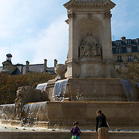 A mother and daughter at the fountain in Place Saint-Sulpice.