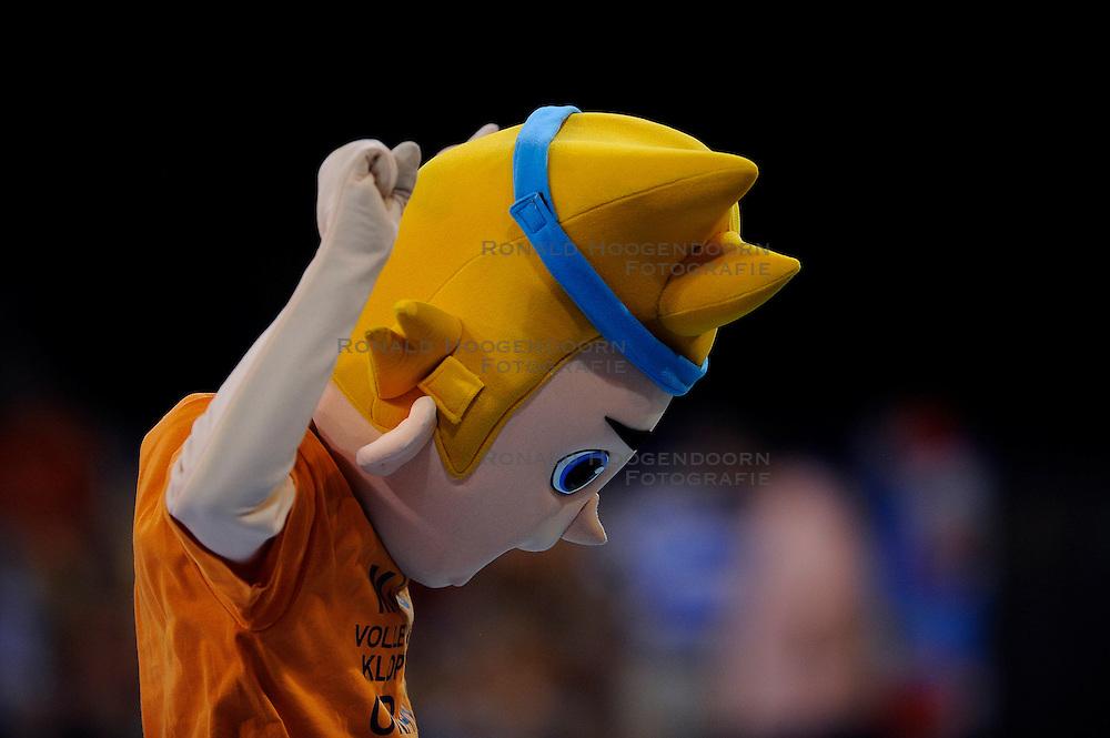 08-07-2010 VOLLEYBAL: WLV NEDERLAND - ZUID KOREA: EINDHOVEN<br /> Nederland verslaat Zuid Korea met 3-0 / Oranje support publiek mascotte<br /> ©2010-WWW.FOTOHOOGENDOORN.NL