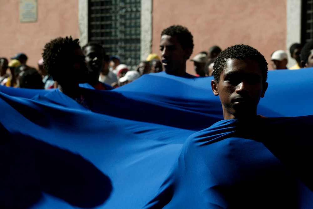 Boys collectively dresses as a wave during the parade in Mindelos Carnival March.