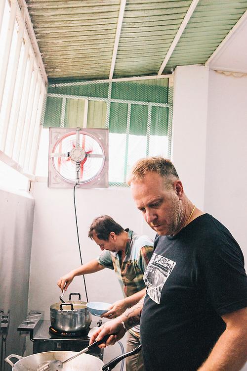 David Thompson and Andy Ricker cooking, Chiang Mai