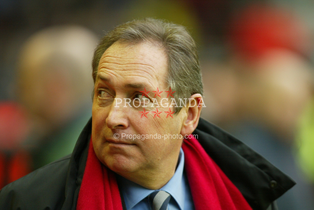 LIVERPOOL, ENGLAND - Saturday, January 10, 2004: Liverpool's manager Ge?rard Houllier pictured before the Premiership match against Aston Villa at Anfield. (Photo by David Rawcliffe/Propaganda)