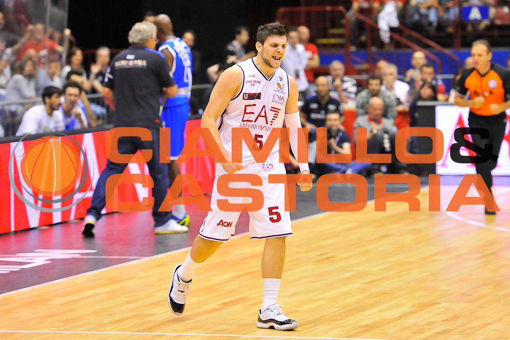 DESCRIZIONE : Campionato 2013/14 Semifinale GARA 2 Olimpia EA7 Emporio Armani Milano - Dinamo Banco di Sardegna Sassari<br /> GIOCATORE : Alessandro Gentile<br /> CATEGORIA : Ritratto Esultanza<br /> SQUADRA : Olimpia EA7 Emporio Armani Milano<br /> EVENTO : LegaBasket Serie A Beko Playoff 2013/2014<br /> GARA : Olimpia EA7 Emporio Armani Milano - Dinamo Banco di Sardegna Sassari<br /> DATA : 01/06/2014<br /> SPORT : Pallacanestro <br /> AUTORE : Agenzia Ciamillo-Castoria / Luigi Canu<br /> Galleria : LegaBasket Serie A Beko Playoff 2013/2014<br /> Fotonotizia : DESCRIZIONE : Campionato 2013/14 Semifinale GARA 2 Olimpia EA7 Emporio Armani Milano - Dinamo Banco di Sardegna Sassari<br /> Predefinita :