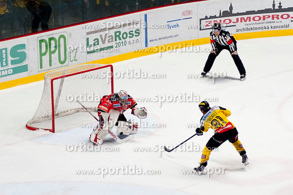 18.01.2015, Ice Rink, Znojmo, CZE, EBEL, HC Orli Znojmo vs UPC Vienna Capitals, 40. Runde, im Bild v.l. Chris Nolt ( HC Orli Znojmo) Kristopher Foucault (UPC Vienna Capitals) // during the Erste Bank Icehockey League 40th round match between HC Orli Znojmo and UPC Vienna Capitals at the Ice Rink in Znojmo, Czech Republic on 2015/01/18. EXPA Pictures © 2015, PhotoCredit: EXPA/ Rostislav Pfeffer