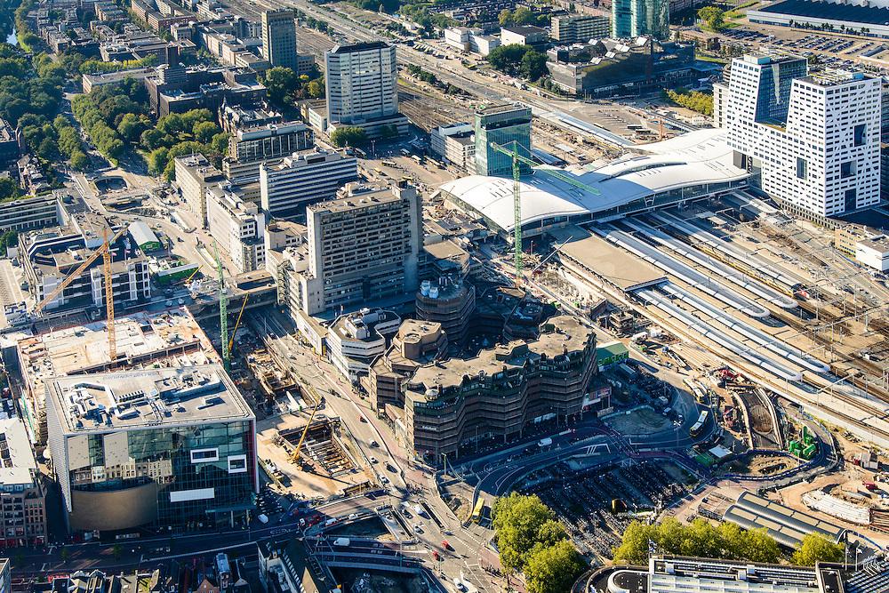 Nederland, Utrecht, Gemeente Utrecht, 30-09-2015; <br /> Ontwikkeling van het Stationsgebied Utrecht - CU2030. Rechts naast de nieuwe overkapping het stadskantoor, hoofdkantoor RABO in de achtergrond. Links Hoog Catherijne en Catherijensingel. Developement of the new Station Area Utrecht,  Hoog Catherijne shopping mall, city centre.<br /> luchtfoto (toeslag op standard tarieven);<br /> aerial photo (additional fee required);<br /> copyright foto/photo Siebe Swart