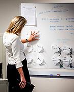 Koningin Maxima krijgt uitleg over de productie van medische mondmaskers tijdens een werkbezoek aan AFPRO Filters. Het Alkmaarse bedrijf heeft veel ervaring met luchtfiltersystemen. <br /> <br /> Queen Maxima will be explained about the production of medical mouth masks during a working visit to AFPRO Filters. The Alkmaar company has a lot of experience with air filter systems.