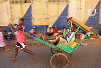 Madagascar. Ambositra. Ville Betsileo. Pousse-pousse, le taxi malgache. // Madagascar. Ambositra, Betsileo city. Pousse-pousse, local taxi.