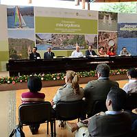 Valle de Bravo, México.- Claudia Ruíz Massieu, Secretaria de Turismo Federal,  durante la firma  del Convenio de Colaboración GEM-TURISSSTE en el municipio de Valle de Bravo. Agencia MVT / José Hernández