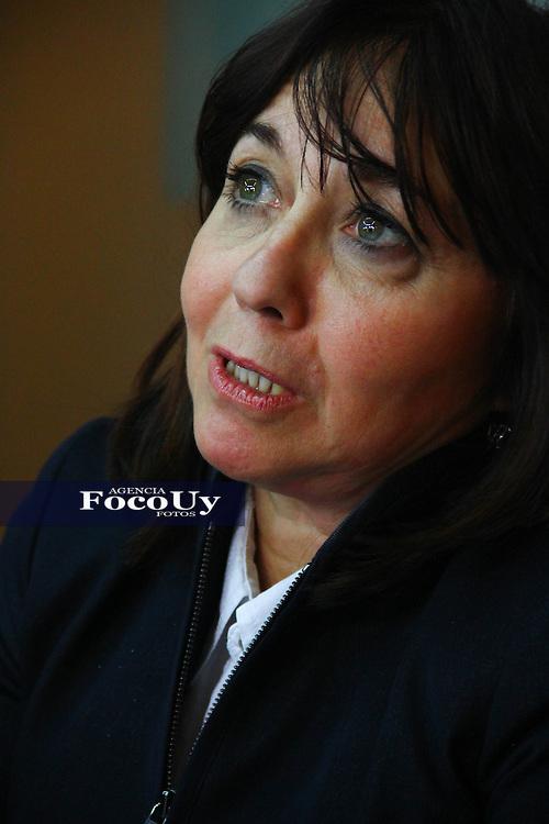 Montevideo, 9 de mayo. Instituto Nacional de Derechos Humanos.<br /> Ariela Peralta Distefano dando a conocer el informe anual.<br /> Foto Gaston Britos Agencia Foco