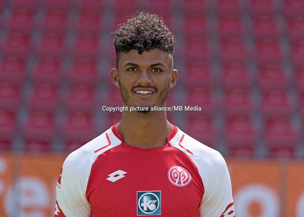 German Bundesliga, offical photocall 1. FSV Mainz 05 for season 2017/18 in Mainz, Germany: Aaron Seydel. Foto: Thorsten Wagner/dpa | usage worldwide