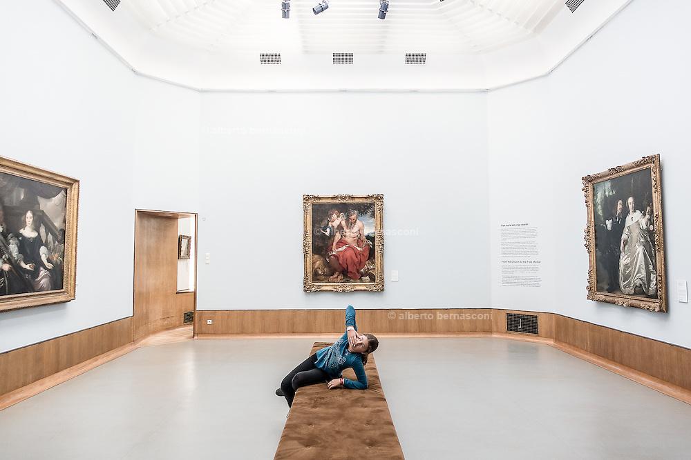 Rotterdam, Viola in  the Museo Boijmans Van Beuningen