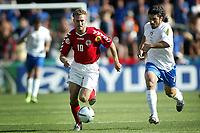 Fotball<br /> Euro 2004<br /> Portugal<br /> 14. juni 2004<br /> Foto: Pro Shots/Digitalsport<br /> NORWAY ONLY<br /> Italia v Danmark<br /> dennis rommedahl og gennaro gattuso