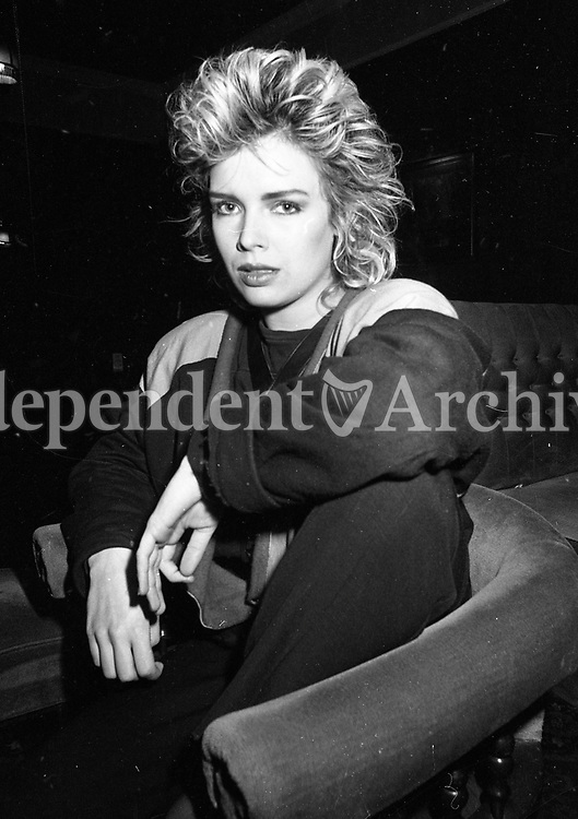 Pop Star Kim Wilde, pictured at Deerpark Lounge, Cloneskeagh, 30/10/1984 (Part of the Independent Newspapers Ireland/NLI Collection).