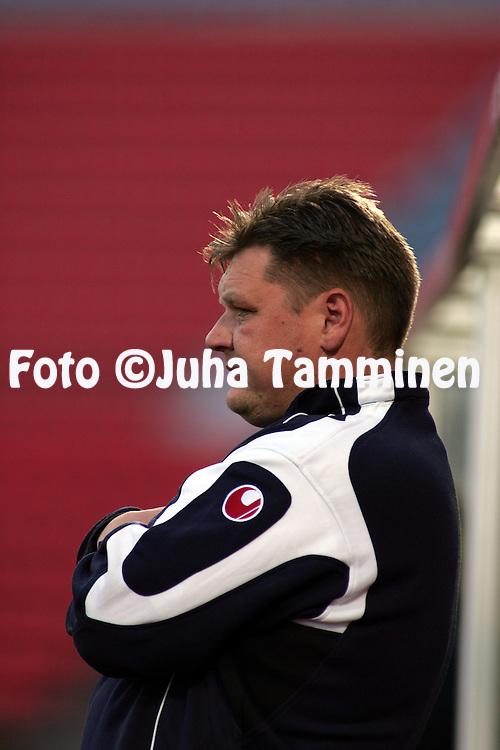 29.08.2004, Ratina, Tampere, Finland..Veikkausliiga 2004 / Finnish League 2004.Tampere United v Myllykosken Pallo-47.Kakkosvalmentaja Mika Malinen - TamU.©Juha Tamminen.....ARK:k
