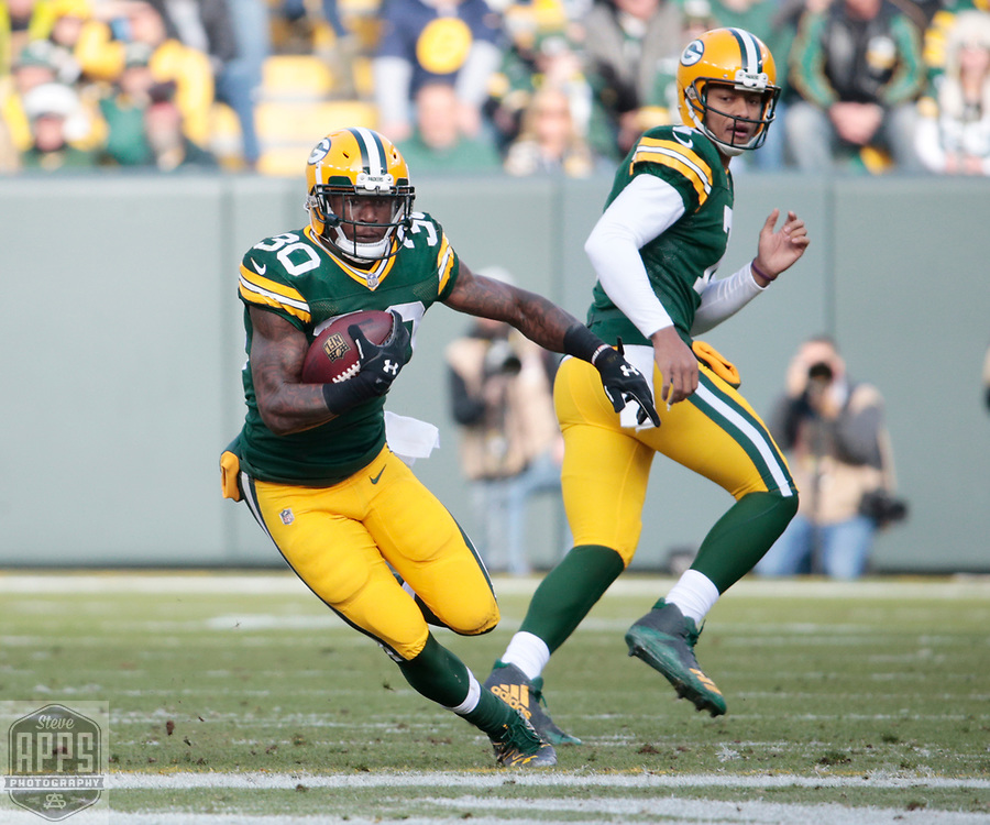 Green Bay Packers running back Jamaal Williams (30) runs for 9-yards in the 1st quarter.<br /> The Green Bay Packers hosted the Tampa Bay Buccaneers at Lambeau Field in Green Bay,  Sunday, Dec. 3, 2017.  STEVE APPS FOR THE STATE JOURNAL.