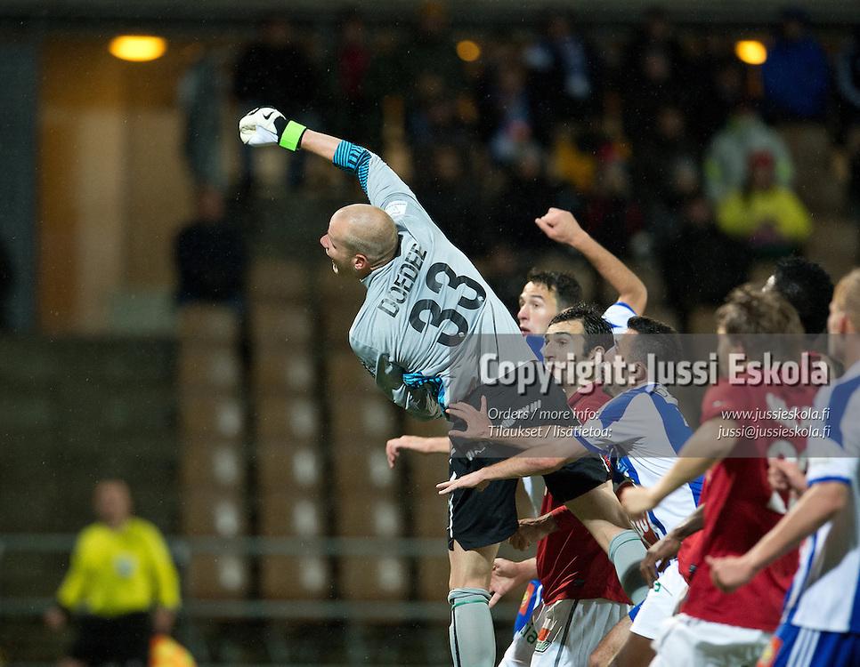1-1-maali, Interin maalivahti Stef Doedee ei onnistu torjunnassa. HJK - Inter. Veikkausliiga. Helsinki 23.9.2012. Photo: Jussi Eskola