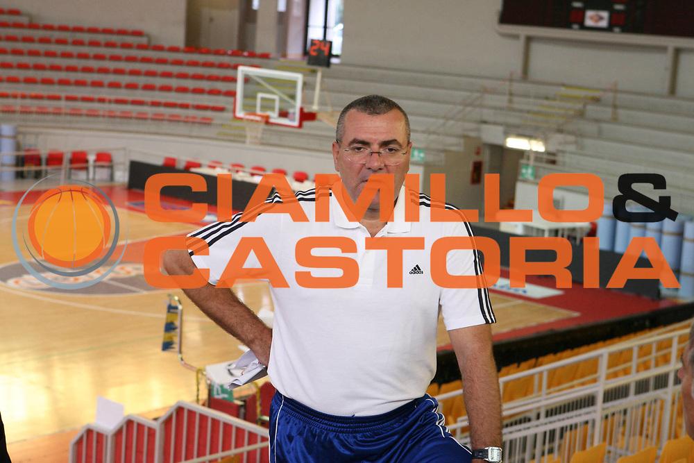 DESCRIZIONE : Roma Campionato Lega A1 2006-07 Presentazione Jasmin Repesa<br />GIOCATORE : Repesa<br />SQUADRA : Lottomatica Virtus Roma<br />EVENTO : Campionato Lega A1 2006-07 Presentazione Jasmin Repesa <br />GARA : <br />DATA : 18/09/2006 <br />CATEGORIA : Presentazione<br />SPORT : Pallacanestro <br />AUTORE : Agenzia Ciamillo-Castoria/G.Ciamillo<br />Galleria : Lega Basket A1 2006-2007 <br />Fotonotizia : Roma Campionato Lega A1 2006-07 Presentazione Jasmin Repesa<br />Predefinita :