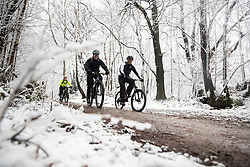 © Licensed to London News Pictures. 27/12/2017. Dorking, UK. A mountain bikers brave the snow showers and low temperatures in the forest on Leith Hill. Photo credit: Peter Macdiarmid/LNP