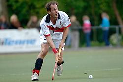 08-05-2005 HOCHEY: PINOKE-AMSTERDAM: AMSTELVEEN<br /> Amsterdam wint met 4-3 van Pinoke. Pinoke speelt door deze uitslag play out wedstrijden. - Robin de Vries scoorde de 3-1. <br /> ©2005-WWW.FOTOHOOGENDOORN.NL
