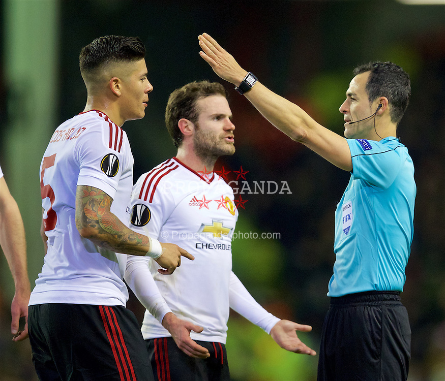 LIVERPOOL, ENGLAND - Thursday, March 10, 2016: Manchester United's Marcos Rojo and Juan Mata argue with referee Carlos Velasco Carballo during the UEFA Europa League Round of 16 1st Leg match against Liverpool at Anfield. (Pic by David Rawcliffe/Propaganda)
