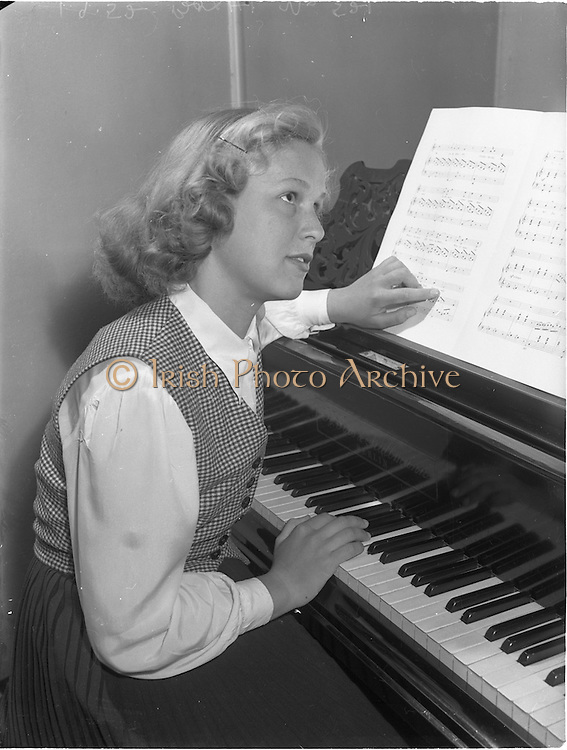 """1/9/1952<br /> 9/1/1952<br /> 1 September 1952<br /> <br /> """"Musicmakers"""" reading in Peter Hunt studio, St Stephens Green, Dublin, for U.S. feature of Fred O'Donavan & Maebh Browne."""