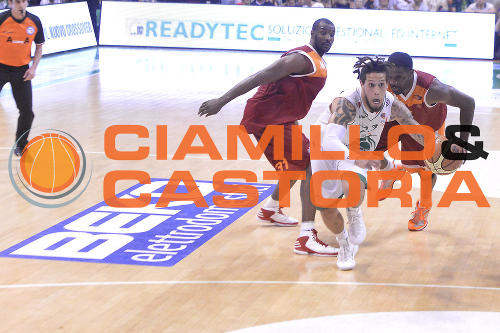 DESCRIZIONE : Roma Lega A 2012-2013 Montepaschi Siena Acea Roma playoff finale gara 4<br /> GIOCATORE : Daniel Hackett<br /> CATEGORIA : Palleggio Marketing Sequenza<br /> SQUADRA : Montepaschi Siena<br /> EVENTO : Campionato Lega A 2012-2013 playoff finale gara 4<br /> GARA : Montepaschi Siena Acea Roma<br /> DATA : 17/06/2013<br /> SPORT : Pallacanestro <br /> AUTORE : Agenzia Ciamillo-Castoria/GiulioCiamillo<br /> Galleria : Lega Basket A 2012-2013  <br /> Fotonotizia : Roma Lega A 2012-2013 Montepaschi Siena Acea Roma playoff finale gara 4<br /> Predefinita :