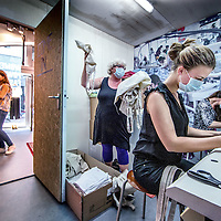 "Nederland, Amsterdam, 11 mei 2016.<br /> Sweatshop is de populaire benaming voor een naaiatelier waarin arbeiders in landen als Bangladesh en India kleding maken onder erbarmelijke omstandigheden. Op woensdag 11 mei opent er een heuse sweatshop in de Kalverstraat in Amsterdam. Door een sweatshop na te bootsen, wil Schone Kleren Campagne mensen in Nederland laten ervaren hoe de laaggeprijsde kleding die in diezelfde winkelstraat te koop is, wordt gemaakt. De fabriek ligt verscholen aan de andere kant van een pashokje in de hippe conceptstore 'The Mad Rush' op Kalverstraat nummer 101 en is vanaf 11 mei tot en met zondag 15 mei 2016 te bezoeken. <br /> <br /> Sweatshop is a popular term for a sewing workshop in which workers in countries such as Bangladesh and India make clothes under appalling conditions. On Wednesday, May 11th will open a real sweatshop in the Kalverstraat in Amsterdam. By mimicking a sweatshop Clean Clothes Campaign wants people to experience how the low-priced clothing that is for sale in the same shopping street, is made in the Netherlands. The factory is to visit hidden on the other side of the dressing room in the fashionable concept store ""The Mad Rush"" on Kalverstraat number 101 and from 11 May to Sunday, May 15th, 2016.<br /> <br /> Foto: Jean-Pierre Jans"