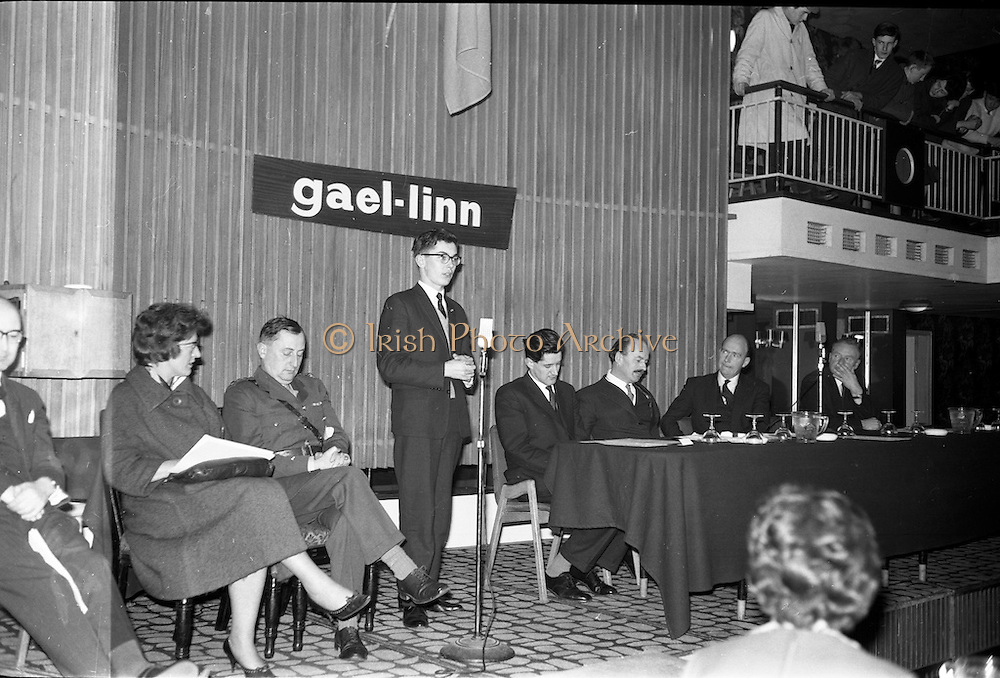 30/03/1963<br /> 03/30/1963<br /> 30 March 1963<br /> Gael - Linn Annual Debating Competition  for Secondary Schools awards presented at the Shelbourne Hotel, Dublin. <br /> Ailin Hudson, O'Connell's Schools Dublin, Individual winner Corn Gael-Linn speaking. Included are Col. Eoin O'Neill, Head of the Command and Staff School, Curragh; Aongus O'hEochaidh, (Bord Gael-Linn); Domhnall O'Morain (Chairman, Gael-Linn); Dr. P. Hillery, Minister for Education and Proinnsias Mac a'Bheatha (Stiurthoir Inniu).