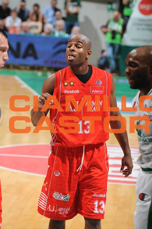 DESCRIZIONE : Siena Lega A 2009-10 Playoff Finale Gara 1 Montepaschi Siena Armani Jeans Milano<br /> GIOCATORE : Chris Monroe<br /> SQUADRA : Montepaschi Siena Armani Jeans Milano <br /> EVENTO : Campionato Lega A 2009-2010 <br /> GARA : Montepaschi Siena Armani Jeans Milano<br /> DATA : 13/06/2010<br /> CATEGORIA :Curiosita<br /> SPORT : Pallacanestro <br /> AUTORE : Agenzia Ciamillo-Castoria/GiulioCiamillo<br /> Galleria : Lega Basket A 2009-2010 <br /> Fotonotizia : Siena Lega A 2009-10 Playoff Finale Gara 1 Montepaschi Siena Armani Jeans Milano<br /> Predefinita :