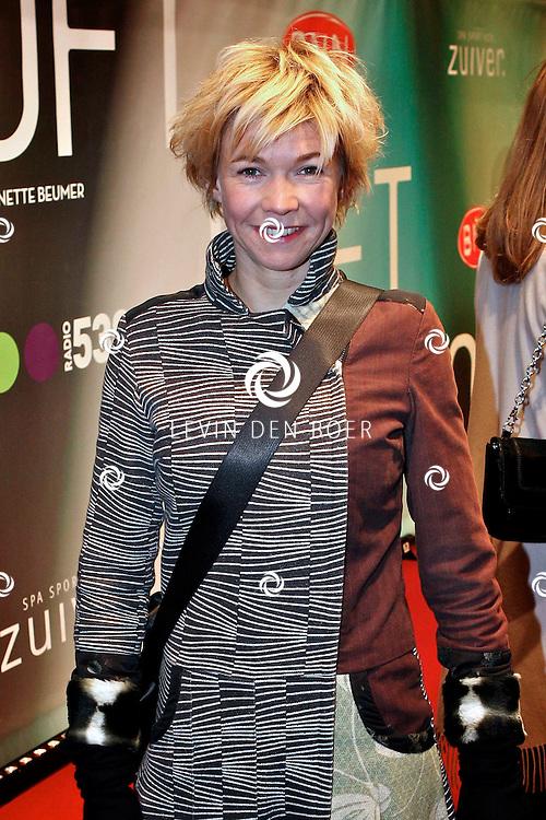 AMSTERDAM - Isolde Hallensleben op de premiere van de film Loft dinsdag in Amsterdam. De film is vanaf 16 december in de Nederlandse bioscopen te zien. FOTO LEVIN DEN BOER - PERSFOTO.NU
