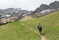 THEMENBILD - durch die Region in und um Innsbruck führen zahlreiche Wanderwege und -routen für alle Zielgruppen. Vom Familienwanderweg bis zu hochalpinen Touren ist für alle Naturbegeisterten etwas dabei. Im Bild ein Wanderer auf dem Weg von der Höttinger Alm Richtung Seegrube // The region in and around Innsbruck lead numerous hiking trails and routes for all target groups. From the family hiking trail to high alpine tours, there is something for all nature enthusiasts. Innsbruck, Austria on2017/05/21. EXPA Pictures © 2017, PhotoCredit: EXPA/ Jakob Gruber