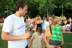 Uros Zorman z zeno Katjo in otrokom na otroski rokometni akademiji Urosa Zormana v Dolenjskih toplicah, 27. junija 2008, Dolenjske toplice, Slovenija. (Photo by Vid Ponikvar / Sportal Images)