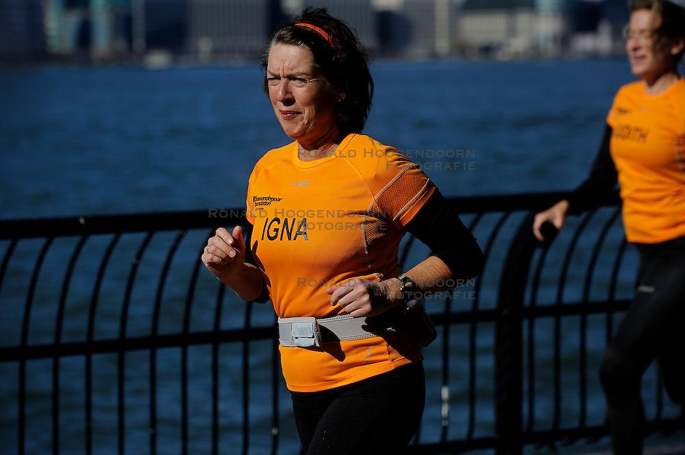 04-11-2012 ALGEMEEN: BVDGF NY MARATHON: NEW YORK<br />De lopers van de BvdGf hebben vandaag hun eigen route gelopen langs de Hudson, Brooklyn Bridge een Manhattan Bridge / <br />&copy;2012-FotoHoogendoorn.nl