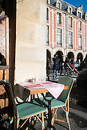 France. Paris. Le marais. 4th district. Le marais , place des Vosges , restaurant terrace under the arcades, Ma bourgogne restaurant