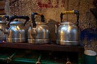 Egypte, la côte méditerranéenne, Alexandrie, theiere au marché aux poissons. // Egypt, Alexandria, tea pot at fish market.