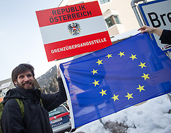20.02.2016, Grenzübergang, Gries am Brenner, AUT, Demonstration gegen Grenzsicherungsmaßnahmen am Brenner, im Bild ein Demonstrant // during a demonstration against cross assurance measures at the border from Italy to Austria in Gries am Brenner, Austria on 2016/02/20. EXPA Pictures © 2016, PhotoCredit: EXPA/ Jakob Gruber