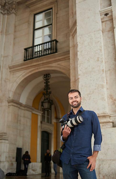 Lisboa, 04/04/2016 - O fot&oacute;grafo Andr&eacute; Vicente Gon&ccedil;alves percorre as cidades do mundo para fazer um levantamento fotogr&aacute;fico das janelas que encontra e que refletem o espirito da cidade.<br /> (Paulo Alexandrino / Global Imagens)